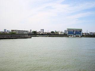 妙見島と新川東水門