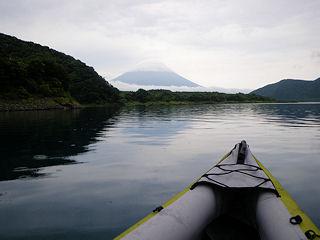 カヌーでおでかけ1・漕ぎ出すと富士山