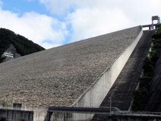 奈良俣ダム下流側