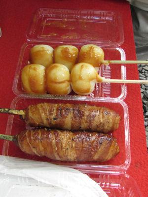 肉おにぎりと自然薯いり串団子