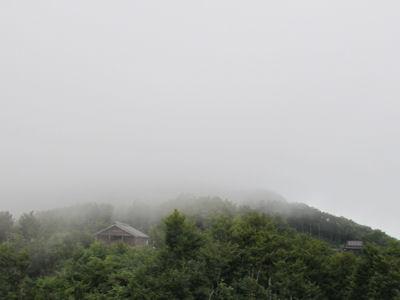 展望台から八海山を臨む