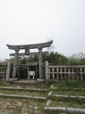 彌彦神社御神廟