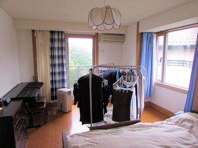 寝室+布団干し+洗濯物