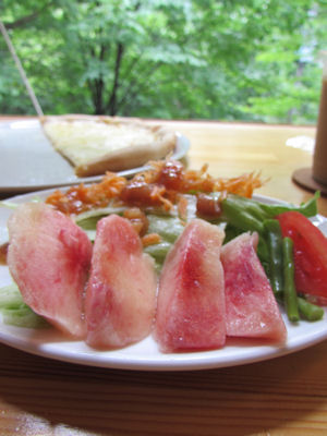 encafeの桃サラダ