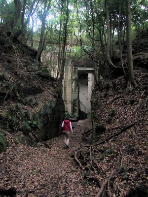 薮塚石切場跡入口